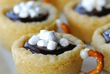 Hot chocolate cookies cups