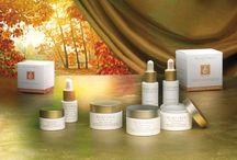 ESSENTIALLY BEAUTIFUL 100% kosmetyki do pielęgnacji twarzy na dzieńi na noc /  Alqvimia stworzyła nową ekskluzywną linię kremów i serum do pielęgnacji urody twarzy wykorzystując składniki naturalne najwyższej jakości jak; olejki eteryczne, oleje tłoczone na zimno, naturalne filtry słoneczne. Wszystkie składniki zostały precyzyjnie wybrane, aby przywrócić zdrowie i dostarczyć  skuteczną  pielęgnację cery z zastosowaniem naturalnych konserwantów o działaniu antyseptycznym  i ochronnym.