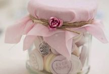 Wedding Favours / Show your guests how much you care by making or buying them beautiful wedding favours.