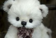 Bamser / Teddy Bears and soft toys