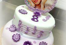 Violetta Cake / Un nuovo anno di musica, danza e spettacolo e' iniziato!! Nell'atmosfera magica di sempre tante Ragazze seguono l'idolo di Violetta!! ... Work in progress Violetta Cake !