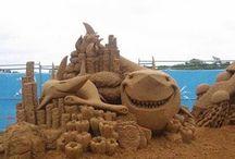 En la arena y con arena