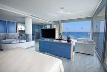 Junior Suite Azul / Blue Junior Suite / Suite con fantásticas vistas al Mar Mediterráneo / Suite with large windows which allow magnificent sea views.  Hotel servigroup Galua (La Manga del Mar Menor). #Spain