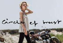 Circle of Trust / De collectie is geïnspireerd door invloeden over de hele wereld en ze zijn altijd bezig met nieuwe ontwikkelingen. Ook worden de producten fair trade geproduceerd, de productie is duurzaam en maatschappelijk verantwoord. De collectie van Circle Of Trust bestaat natuurlijk uit prachtige jeans, maar ook uit mooie blouses en sweater. Allemaal in mooie comfortabele materialen. Circle Of Trust is verkrijgbaar in The Top in Beilen.