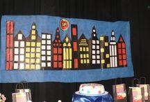 Franco superhero party / Para el cumpleaños numero 7 diseñamos el logo de SuperFranco para decorar bolsitas y la mesa dulce.