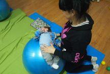 Yoga mamá y bebé / ¿Qué mejor actividad para hacer con tu bebé? El yoga os proporcionará múltiples beneficios a los dos, ¡aparte de sonrisas continuas!