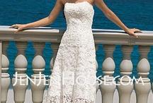 wedding dresses / by Skylar Vaughan