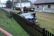 Havária AUTA, ktoré vletelo do dvora / Havária AUTA, ktoré vletelo do dvora a rozbilo plot Šarišský Štiavnik Boli to Rumuni a stalo sa to ráno