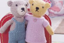 Knitted teddy bears / About the easy knitted bears in my FREE ebook, Easy Knitted Bears available on Amazon and other platforms. Search the title or my name, Fiona Goble or see the links in the individual pinned photos. One basic pattern, a number of variations - and loads of clothes. All knitted in light worsted/DK yarn.