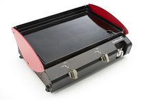Plancha / Un appareil à la mode pour les amateurs de cuisine en plein air. Grâce aux planchas de table, profitez aussi des grillades chez vous. Retrouvez plus de planchas sur www.raviday-barbecue.com.