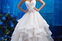 Allure Bridals wedding dress / Igen Szalon Allure Bridals wedding dress- #igenszalon #AllureBridals #weddingdress #bridalgown #eskuvoiruha #menyasszonyiruha #eskuvo #menyasszony #Budapest #probaldfelnalunk #varunksokszeretettel