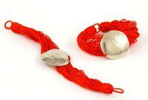 Exotic jewelry (Egzotyczna biżuteria) / Oto egzotyka zaklęta w błyskotkach. Ujawnia pełen blask urody jej posiadaczki przyprawiając ją szczyptą orientu.