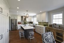 Transitional Kitchen / Check out this gorgeous kitchen design remodel!
