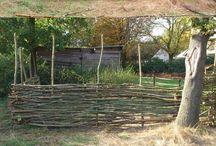 Garduri din nuiele, bancute,aranjamente de gradina.....