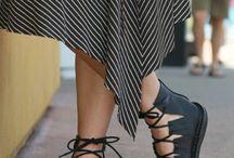 nos pés
