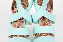 Aqua, Jade, Mint, Turquoise, and Teal obsession  / by Shannon De Villiers