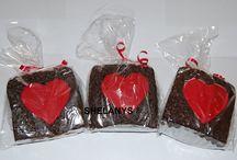 Deliciosos Brownies / En Shelanys Brownies & Cakes encontraras los mas deliciosos brownies, tortas y cupcakes que se adaptan a cualquir tipo de necesidad. Contamos con una gran variedad de productos como Brownies de chocolate, mani, arequipe, arequipe con mora, cupcakes tematicos, tortas, alfajores y muchos mas