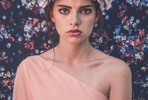 * #wallpaper * / Rita Von presenta #Wallpaper, resultado de una sesión de fotos de inspiración junto a la fotógrafa Pilar Hormaechea. Fotos que comparten definición con las mujeres Rita Von: potentes a la vez que femeninas, excéntricamente modernas, pero siempre elegantes. Vestuario de Biombo 13