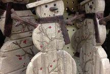 Boneco de neve de madeira