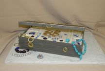 Cake Designs: Jewelry Theme / custom cakes and cake pops in the form of jewelry