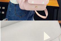 Batohy, kabelky a peněženky