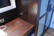 Poškozený lak / Damaged lacquer / Oprava poškozeného transparentního laku na dřevěném povrchu / Repair of damaged transparent lacquer on wooden surface