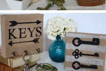 10+easy / burlap DIY projects / Burlap is a very popular material and one that gives you many craft possibilities. Here are my top 10 ten easy burlap DIY projects.