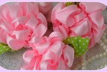 Flores de cetim ... laços e afins.