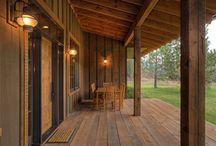 Interiores e decoração rústica / Gosta de muita madeira e um ar country para a sua casa de campo? Ou simplesmente quer dar um aconchego diferente para a sua casa na cidade? Confira diversas inspirações rústicas lindíssimas!