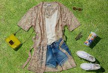Festival Look / Ein Muss fürs Festival: Das geniale Trio aus SECOND FEMALE Kimono, DRYKORN Top und Jeansshorts! In dieser Saison sind luftige Kurzmäntel aus Spitze angesagt, mit denen ein raffiniertes Spiel aus verschiedenen Längen und Durchblick gelingt. Unverzichtbar ist natürlich bequemes Schuhwerk zum Durchtanzen wie die SUPERGA Sneakers und leicht verspiegelte Sonnenbrillen im Hippie Style, die uns auch noch am letzten Festivaltag blendend aussehen lassen. ► http://bit.ly/KONEN-Festival-Look-Sommer16-Pin