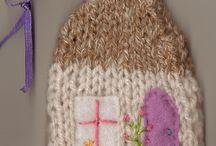huse, paper,strikkede, hæklede, syede..houses, knitted, crocheted, sewn / knitted & crocheted & paper  houses