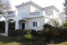 Vrahati: privileged home next to the sea / Privileged property by the sea for sale in Vrahati, Corinth. A two-level home 146 sq.m. in a plot of 500 sp.m. with independent guest house. Find it on our website, code 360.