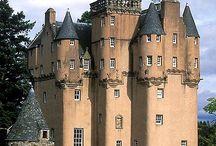 Történelem vissza tekint / Ódon Skót birtok  es ami a falak mögött van.