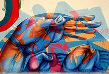 Abstracto / Este estilo pierde un poco las características del graffiti; sin embargo, los sigue uniendo el hecho de que aún se realiza con aerosol y la ubicación de los dibujos.  Fuente: http://www.tiposde.org/arte/1047-tipos-de-graffitis/#ixzz4QOXulJKX