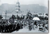 Suid-Afrikaanse geskiedenis / De Afrikander Handelshuis skep ontwerpers T-hemde, bykomstighede en dekorprodukte, wat eie is aan JOU kultuur. Ons is trots op ons geskiedenis, dit is iets wat aan jou behoort sonder dat jy daarvoor hoef te betaal :)