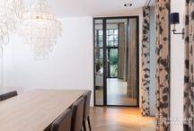 Stalen deuren Amstelveen / Ontwerp zelf je stalen deur! Hier ziet u voorbeelden van een enkele deur met zijlicht en een dubbele deur met twee zijlichten. Bijde  stalen deuren hebben een kozijn met scharnier. Meer informatie is te vinden op www.stalendeuropmaat.nl