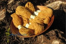 Pflanzengefärbtes aus Wolle und Seide / wool and silk dyed with natural colours