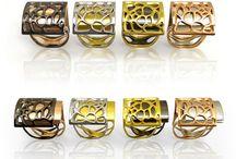 ALMA / Colección de anillos combinables. Modelo Natura y Spira. Plata rodiada + rodiada en negro + bañada en oro rosa y oro amarillo. Acabado brillante. Diseño Nuria Parrado Sarandeses. Fabricación en Grecia.