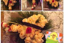 Um coração de ouro. / Um coração de rosa amarelas para funeral. Coloquei uma fita negra em volta e usei ramos de pinheiro e pequenas borboletas amarelas.  Fazendo de coração, para pessoas que serão sempre amadas e  lembradas !