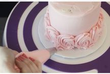 How to Frost a Rose Cake