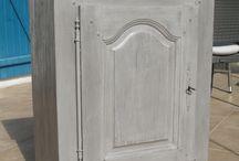 Peinture pour les meubles en bois