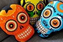COUSSINS TETMEX / Les coussins TETMEX sont inspirés. par les calaveras – têtes de mort mexicaines.  TEXTMEX cushions are inspired by cavaleras – Mexican skulls.