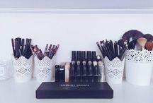 les pinceaux et les rangements de maquillage