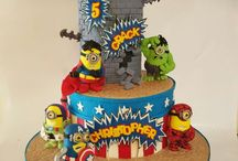 Superhero minion cakes
