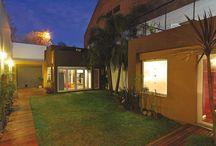 Patios / Yard / Patios de casas argentinas, realizadas por diversos estudios de arquitectura. Inspirate, soñá tu casa y conectate con tu futuro arquitecto a través de www.portaldearquitectos.com