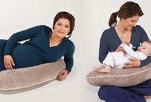 Candide / Francouzská značka Candide nabízí originální kojící polštáře, které vás zaujmou nejen multifunkčním využitím, ale i designem a kvalitou. Využijete je při těhotenství jako podporu rostoucího bříška při spaní nebo jen odpočinku na boku, dále pak samozřejmě při kojení miminka.