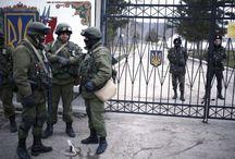 Kırım'daki askeri birliği kuşattılar