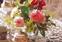 Mesas, jardines y flores / Disfruta preparando la mesa para amigos; ideas para disfrutar en el jardín; decorando con flores.
