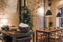 Salon comedor / Los salones comedores prima la madera rustica , Junto con un toque de minimalismo moderno que es la tónica de nuestro hotel.