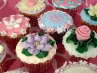 Cupcakes and Cakes / by Yolande